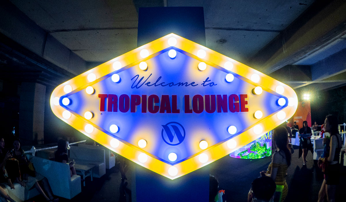 TROPICAL LOUNGE